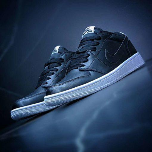Air Jordan 1 Retro low black